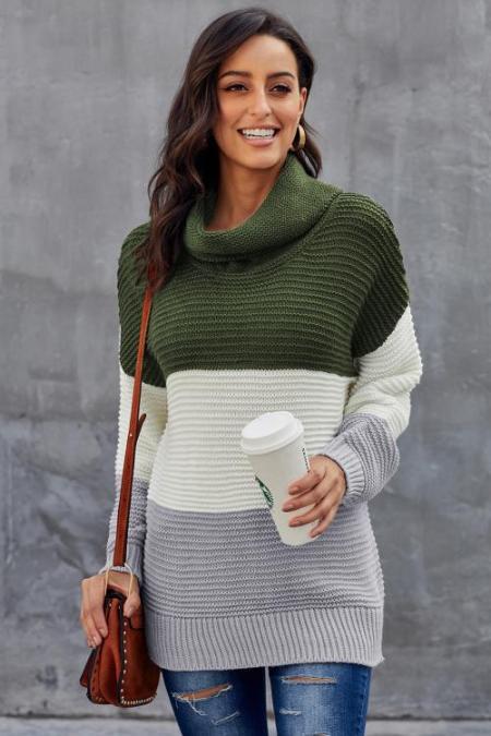 Jersey de cuello alto de color verde con cuello redondo