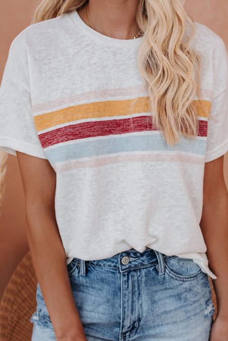 Белая полосатая футболка с принтом