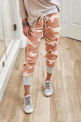 Брюки спортивные оранжевого цвета с камуфляжным принтом