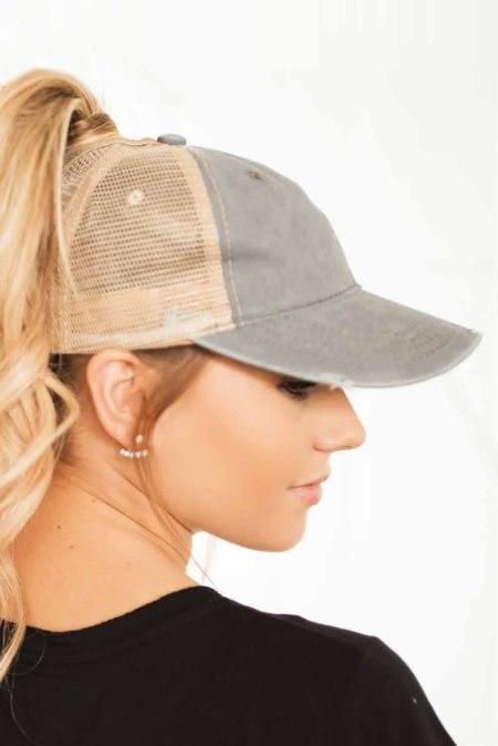 قبعة بيسبول شبكية من نسيج التويل باللون الرمادي الفاتح