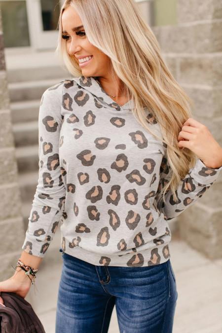 Sudadera gris con estampado de leopardo