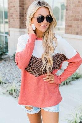 بلوزة بأكمام طويلة وطبعة جلد الفهد الأحمر