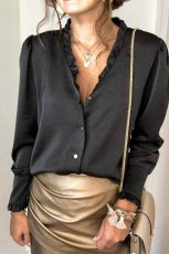 Sort frillet V-udskæring med knap, fransk skjorte