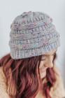 قبعة شتوية ملونة محبوكة باللون الرمادي