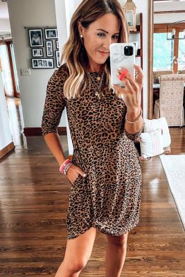 Robe courte torsadée léopard à col rond