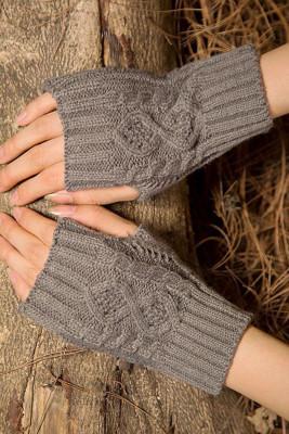 Szare, dzianinowe ciepłe rękawiczki
