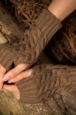Brązowe ciepłe rękawiczki z dzianiny