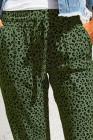 Grüne luftige Leopardenjogger