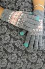 Zimowe, ciepłe, dzianinowe rękawiczki z szarym nadrukiem