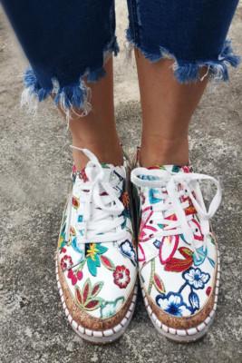 Flache Schuhe mit ethnischem Aufdruck