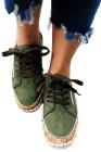Flache Schuhe mit grünem ethnischem Aufdruck
