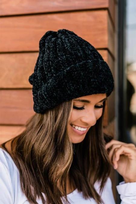 قبعة الشنيل السوداء