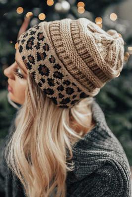 محبوك المشمش ليوبارد قبعة صغيرة