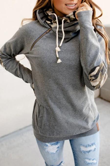 Graues Doppel-Kapuzen-Sweatshirt mit Camo Elbow Patch und innerer Kapuze