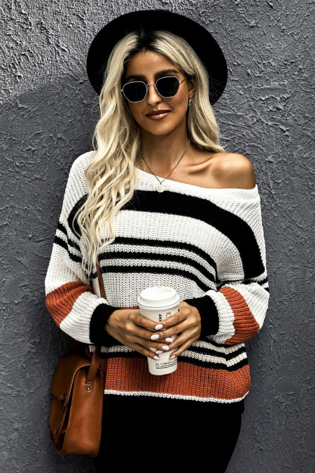 Черный вязаный свитер в полоску