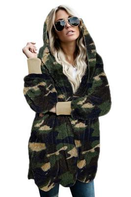 Cappotto anteriore aperto con cappuccio in morbido pile con stampa mimetica verde