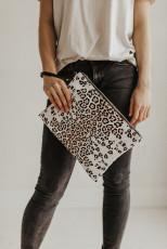 حقيبة يد سوداء بطبعة جلد الفهد