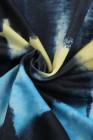 Veste à capuche noire avec cordon de serrage et poche zippée teinte par nœuds