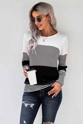Top grigio elegante con strisce colorate a blocchi