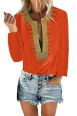 Оранжевая блузка прямого кроя с разрезом и вышивкой