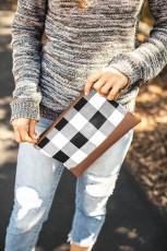 Clutch estampado xadrez preto com acento PU