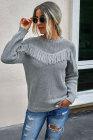 Grauer Pullover mit Fransen und Strickpullover