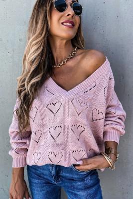 Розовый свитер с вырезом в форме сердца