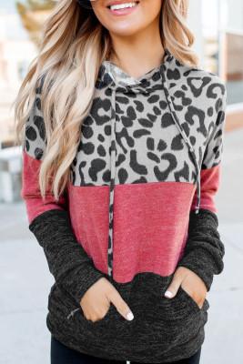 Pull à capuche rouge avec cordon de serrage et imprimé léopard