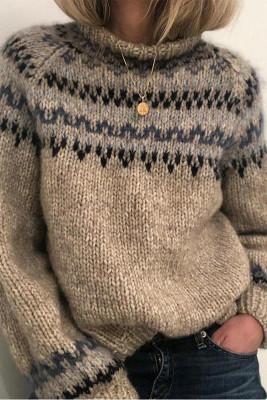 Серый вязаный свитер с высоким воротом и принтом
