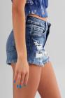 Джинсовые шорты с потрепанным краем и высокой талией