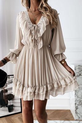 فستان قصير مكشكش بياقة على شكل V بيج