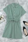 فستان قصير بأكمام قصيرة بياقة قميص منقط باللون الأخضر