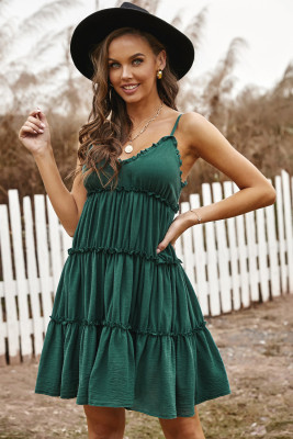 Mini vestido con volantes fruncidos y tirantes finos verde