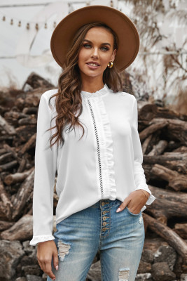 قميص فرنسي أبيض مكشكش بياقة وأزرار