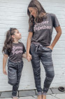 Conjunto de salón con camiseta estampada y joggers de camuflaje Better Together