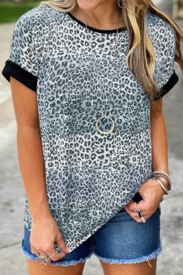 Серая футболка с цветными блоками в полоску с леопардовым принтом