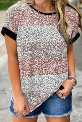 Розовая футболка с цветными блоками в полоску с леопардовым принтом