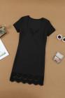 فستان أسود قصير بأكمام قصيرة مزين بدانتيل