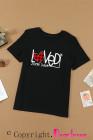 Camiseta negra con diseño de flecha de corazón a cuadros del día de San Valentín