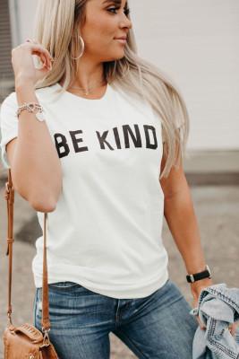 Camiseta blanca de manga corta con estampado de letras