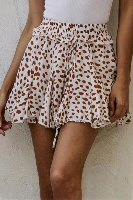 تنورة قصيرة بحافة مكشكشة بطبعة المشمش