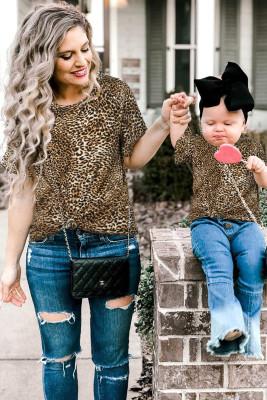 Camiseta de leopardo con mangas con volantes