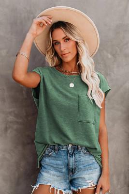 Зеленая футболка с карманами и разрезами по бокам