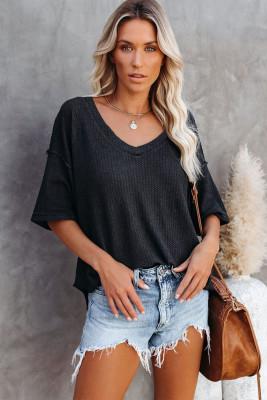 Черная вязаная футболка с V-образным вырезом и короткими рукавами