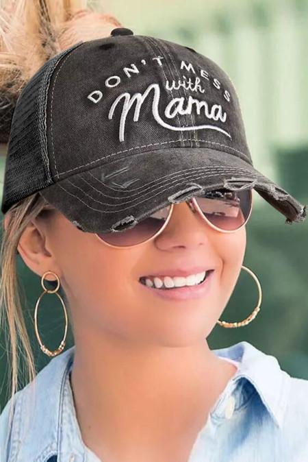 قبعة بيسبول مطرزة بأحرف سوداء