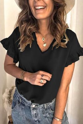 Camiseta negra de manga corta con volantes y cuello en V