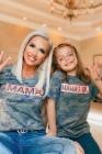 تي شيرت MAMA'S GIRL للأطفال بطبعة كامو