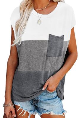Серый топ с карманами на коротких рукавах с цветными блоками