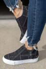 حذاء رياضي أسود برباط