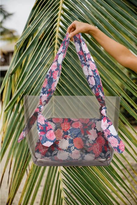 حقيبة جيلي شفافة مزينة بالزهور الصيفية